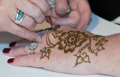 Juliet Eve henna painting
